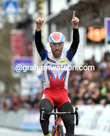 Luca Paolini wins Ghent-Wevelgem in style..!