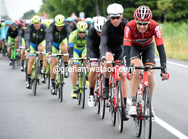 Lotto and Trek are now riding at race-speed again - and trying to keep the gap to less than two-minutes...