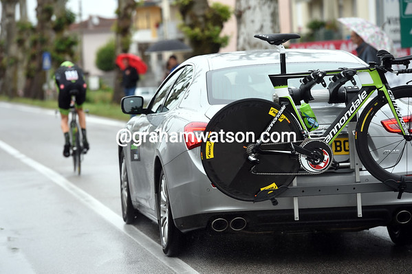 Hesjedal had a Maserati following him, with David Millar as the driver..!