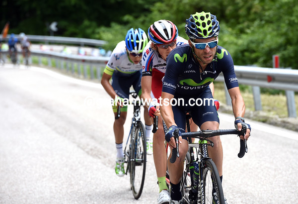 Giovanni Visconti has made a new attack with Zakarin and Chaves...