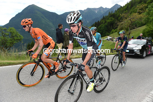 Rigoberto Uran has been dropped and has already lost two-minutes...