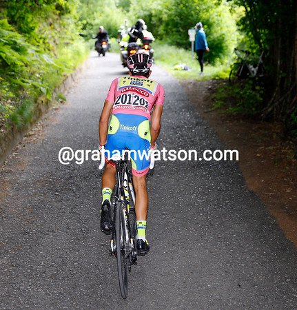Contador is flying up the Mortirolo, but at a pace he chooses...