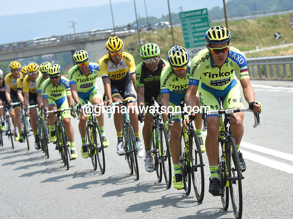 Tinkoff is already chasing at two minutes, and it will stay that way for the next 150-kilometres..!