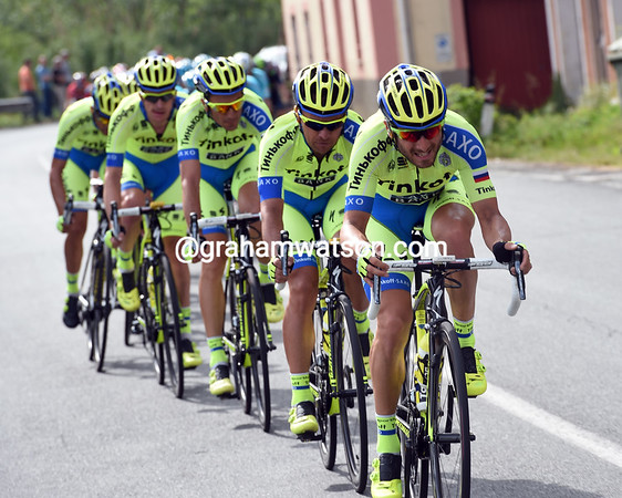 Incredibly, Tinkoff is chasing still, and they've been doing just that for over 100-kilometres..!
