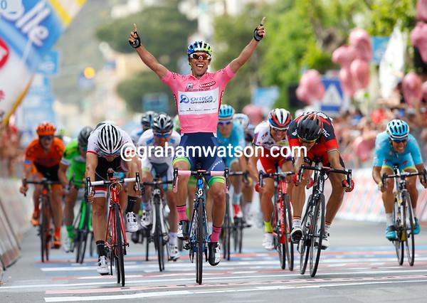 Michael Matthews wins stage three as race-leader of the Giro d'Italia..!