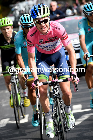 Clarke is fighting for the honour of the Maglia Rosa, but he'll lose it and four minutes today...