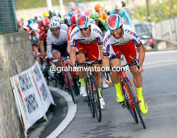 Luca Paolini chases Thomas in the last kilometre of the climb...
