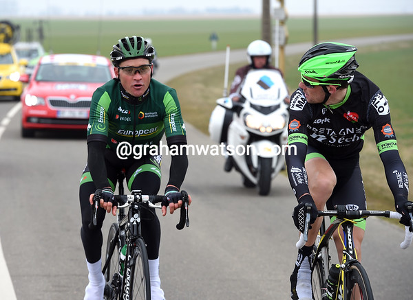 Voeckler and Delaplace are about six minutes in front and have the time to chat...