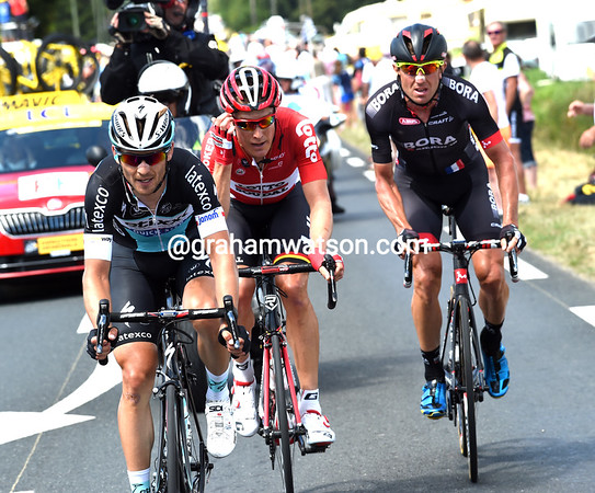Michel Golas and Lars Bak have gone across to the escape on hilly roads and kept just Huzarski with them....