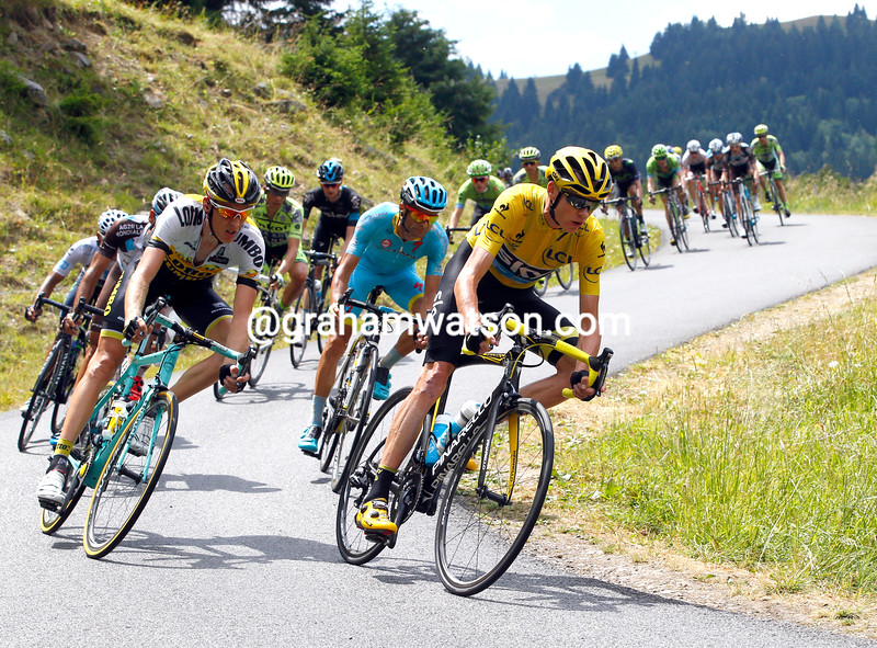 Chris Froome descends the Col du Chaussy