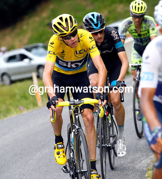 Froome looks strained as he chases a new attack from Nibali...