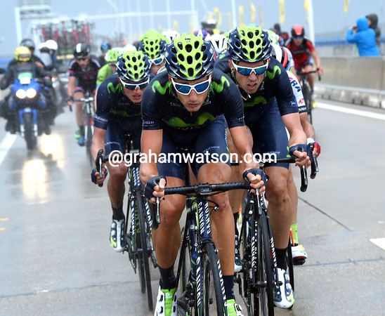 """The entire Movistar team organises a chase for Quintana, but the Colombian will lose 1' 28"""" today..!"""