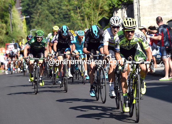 Tinkoff, Etixx and Sky start the attacks on the penultimate hill - the race is on again..!