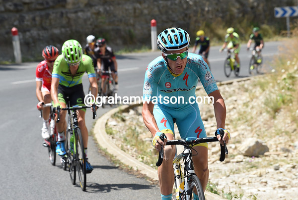 Lieuwe Westra makes his own statement on the uphill beginning...