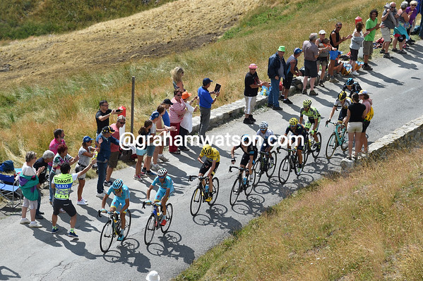 Froome is part of a nine-man group that's led by Nibali with two-kilometres of the Allos to go...