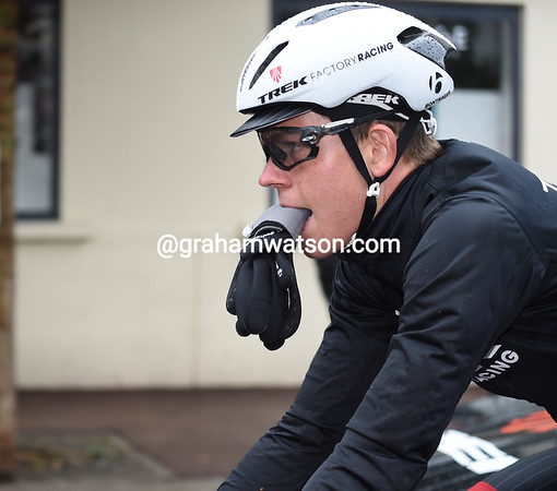 It's that wet and chilly that even 22-year-old Bob Jungels is about to put on some gloves..!