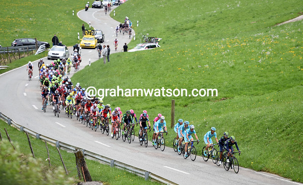 About 50 cyclists are in front on the Col de Rangiers...