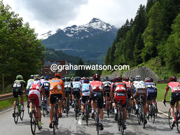 It's dry and sunny as the peloton heads towards the St Gottard mountain...