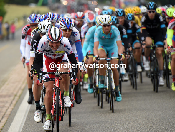 The Katusha-led peloton is closing in on the chasers and the escapers...