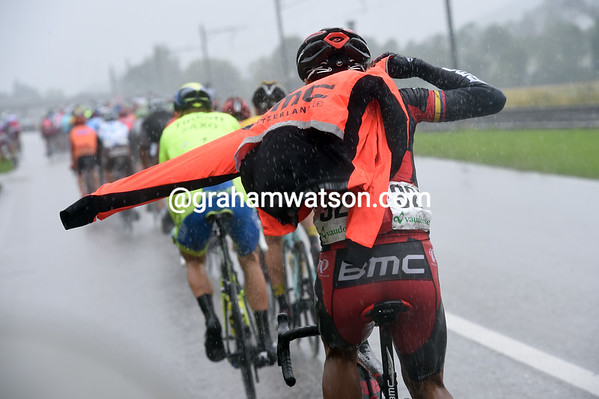 It's pouring with rain now - Darwin Atapuma pulles on his rain-jacket...