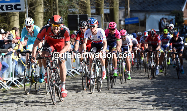 BMC are winding up the pace on the Oude Kruisberg, is an attack coming..?