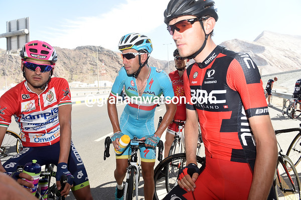 Nibali discusses as well with race-leader Valls and his closest challlemnger, Tejay Van Garderen - the American apparently prefers to race on...