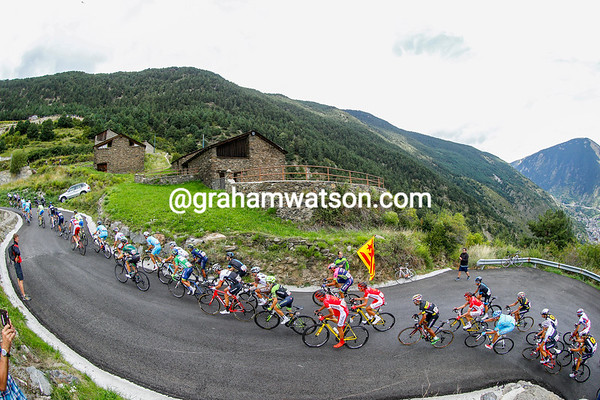 The peloton is split into many pieces on the first brutal climb of Collada de Beixalis...