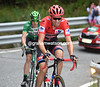 Dumoulin has recovered a little and is in pursuit of his rivals on the Alto de la Comella...