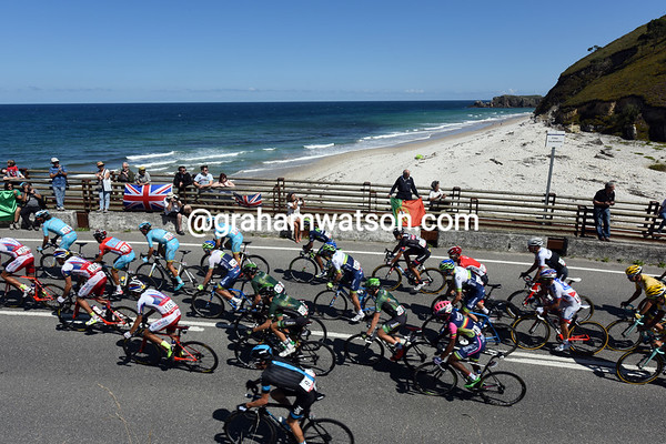 The peloton has yet to organise itself with beaches like this to enjoy..!