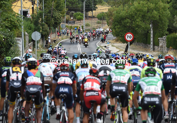 Some ferocious racing sees a big group pulling away after 15-kilometres...