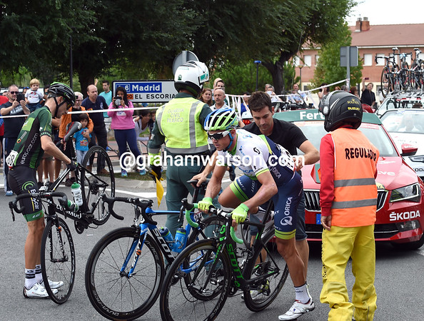 Simon Gerrans was in the crash but re-starts with little delay...