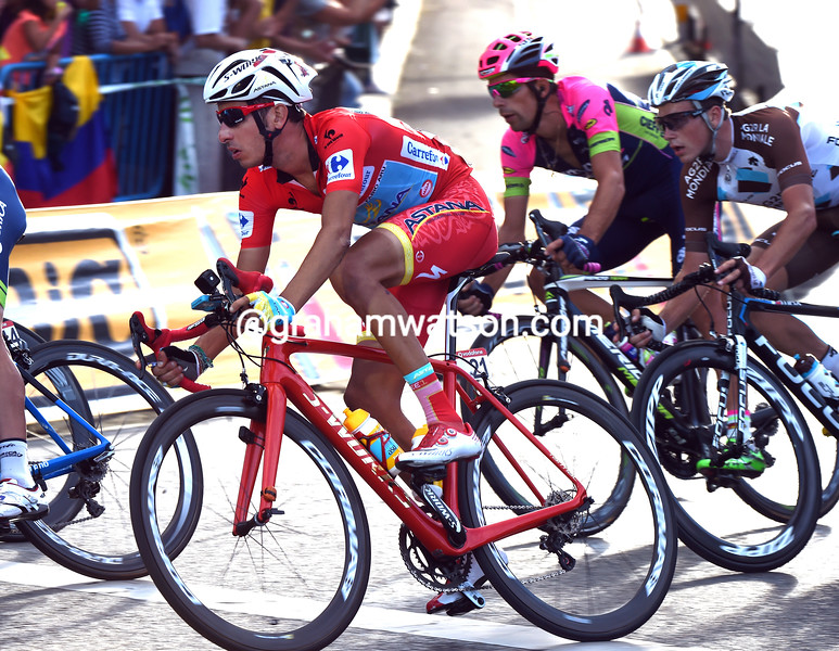 Red bike, red jersey & shorts, and red socks too - Fabio Aru is the virtual winner of the 2015 Vuelta a España...