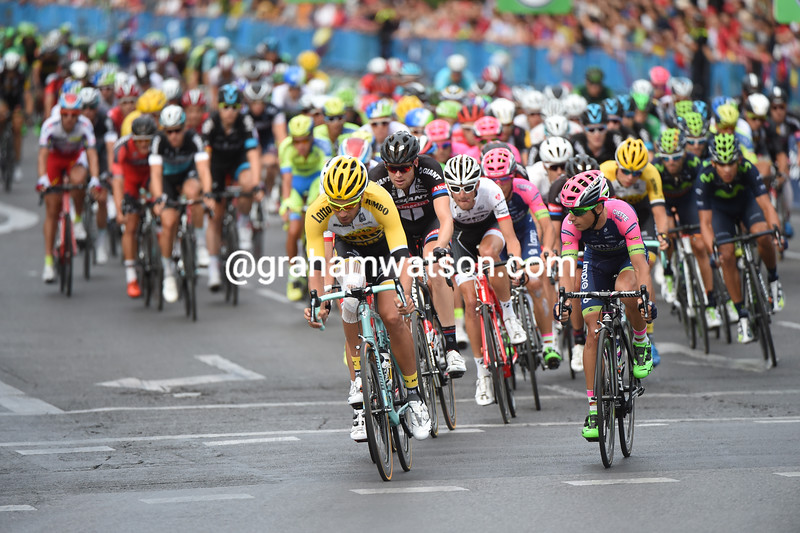 The sprinters' teams of Jumbo, Giant, Lampre and Trek are lining up to chase now...