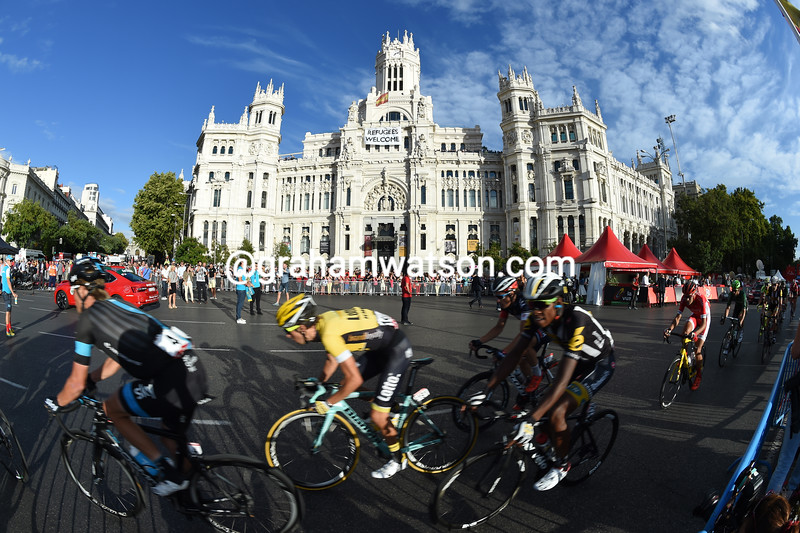 """""""Refugees are welcome"""", the sign says - and so are the speeding cyclists of the Vuelta..!"""
