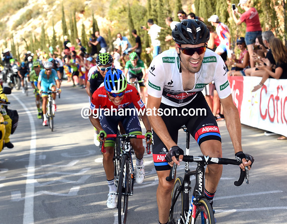 Dumoulin goes again and Chaves can barely follow the Dutchman's pace...