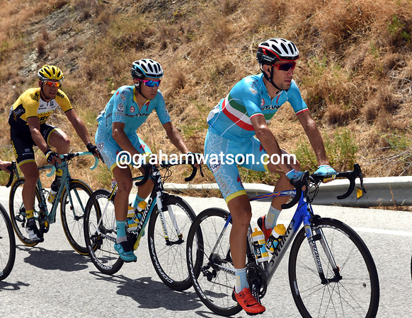 Vincenzo Nibali seems to be protecting Aru from the wind, a sign of Astana's team heirachy here..?