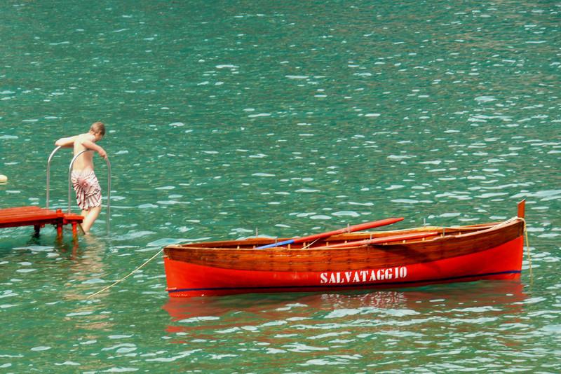 Il Salvataggio<br /> Digital photo<br /> 18x30, 22x36, 25x40, 28x45; and 31x50 up to 37x60 on aluminum.
