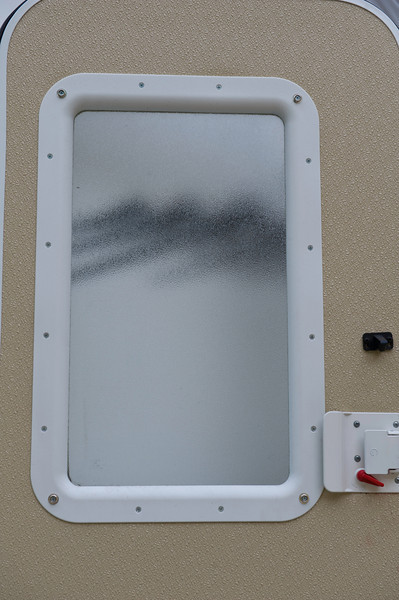 Missing polar shade on entry door. Snap hardware was added but no shade shipped as promised.