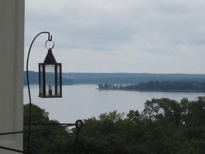 'Round the bend. (from the front of Mt.Vernon)