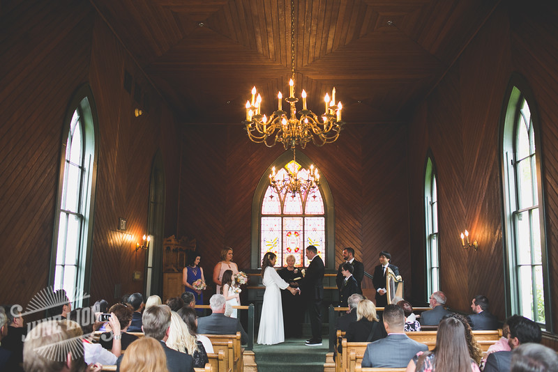 Oaks Pioneer Church wedding