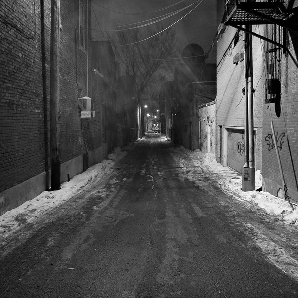 alley at night (february 11, 'o7)