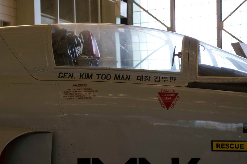 The cockpit of the Korean F-105.
