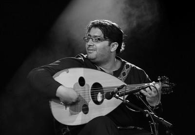 Le joueur de oud du groupe Broukar-Adnan Fathallah