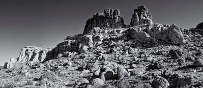 R_Monolith_Garden_Trail_PamoramicBW0001