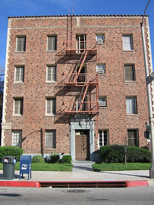 Brick Apartment Building, Pasadena  Pasadena California, 2006 blog.kevitivity.com
