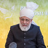 PIC REF: Peace 3 – 1530<br /> After the speeches and dinner, a meeting with the English Press was held where His Holiness answered a number of questions from journalists from all types of media.