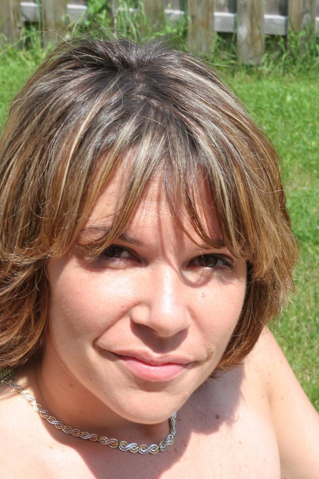 Maureen in da backyard