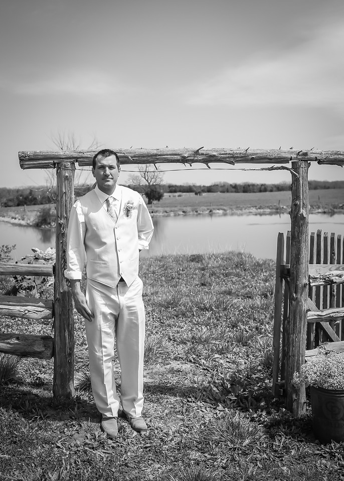 Waiting for His Bride bw (1 of 1)