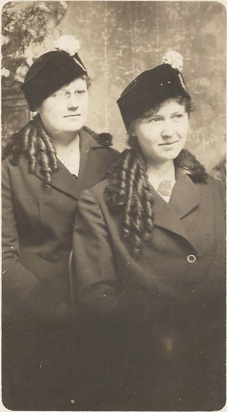 1915 Jennie and Mattie Pals