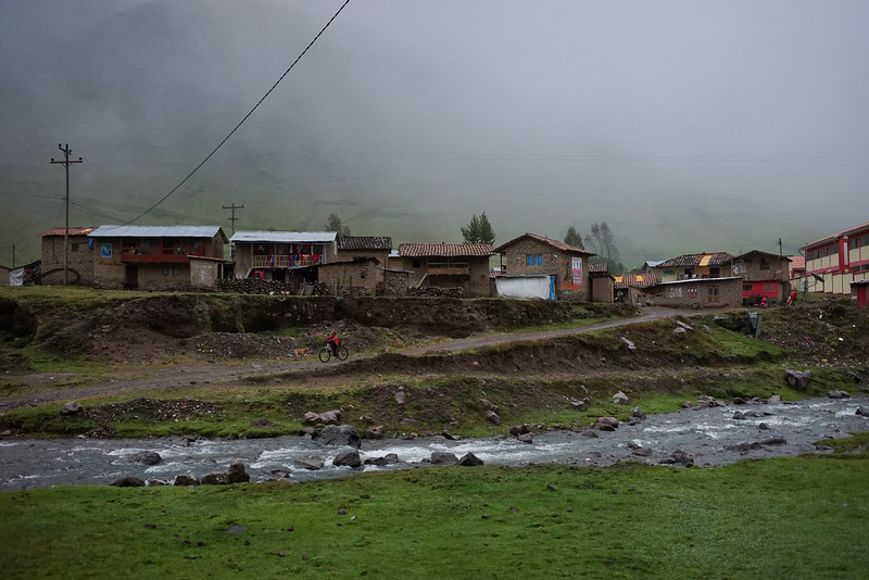 It is cold and gloomy when we arrive mid morning at our first town, Huacahuasi.
